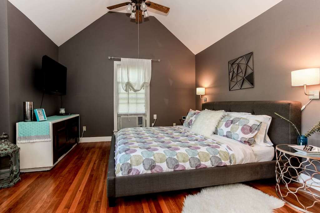 Jan 2016: brand New king size bed with memory foam mattress. This room was re-decorated and furnished for a fresh, modern look.