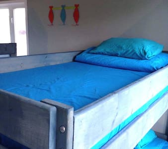 Hi Tides Hostel - Bunk 4 (Room 1-4)