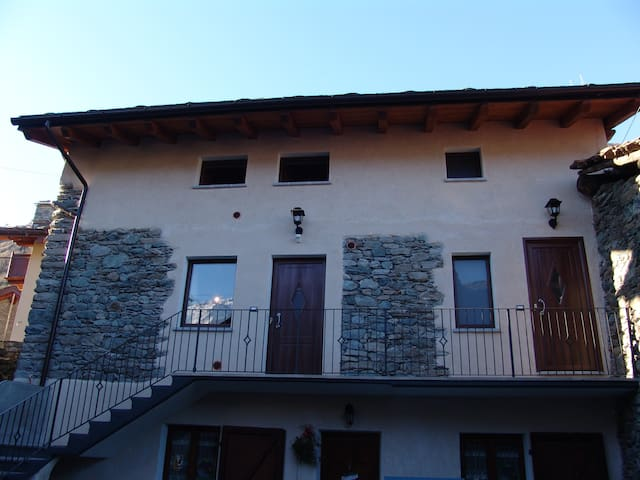"Holiday house ""Amemi2"" - Issogne - Apartment"