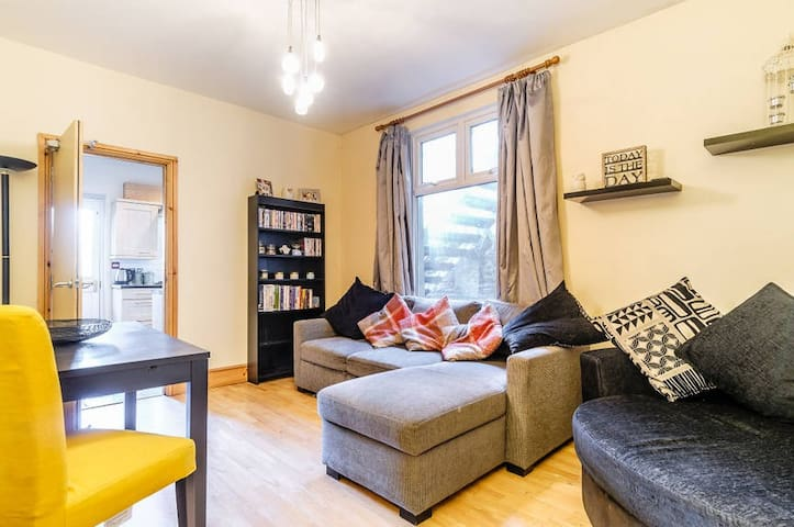 Fantastic 2 bed near City Centre and free parking - Cardiff - Apartment