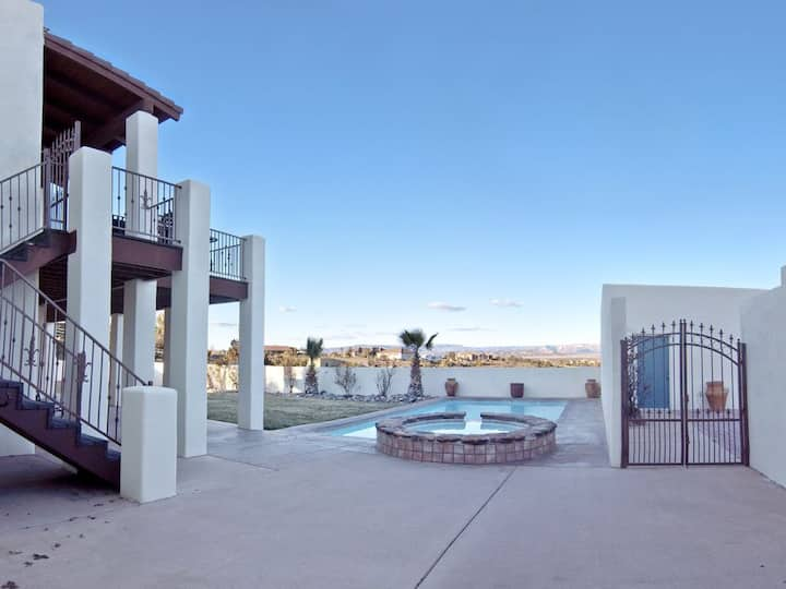 7J Ranch: 6BR with Red Rock Views, Pool & Spa