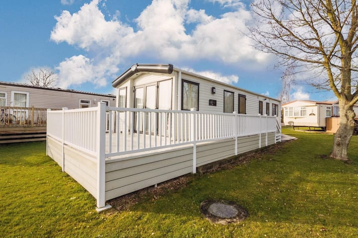 6 berth luxury holiday home at Carlton meres holiday park in Suffolk ref 60021R