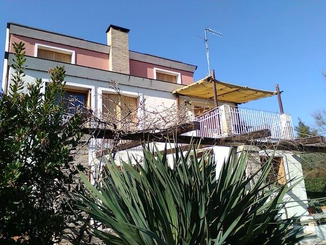 Elegante appartamento in villa Rimini collina - Rimini - Pis