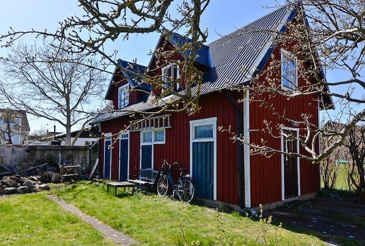 """Gårdsstuga (""""Back yard house"""") - Visby"""