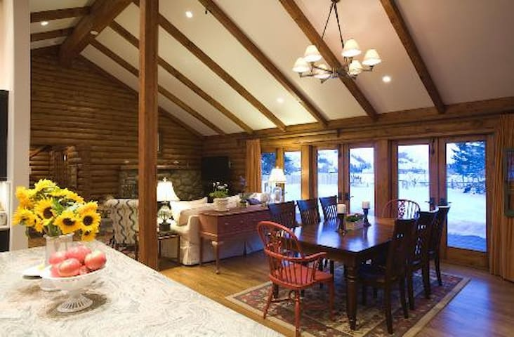 Townsend Lodge: Luxury Log Cabin