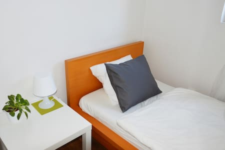 MODERN & QUIET & ECO room near by Castle! - Praha