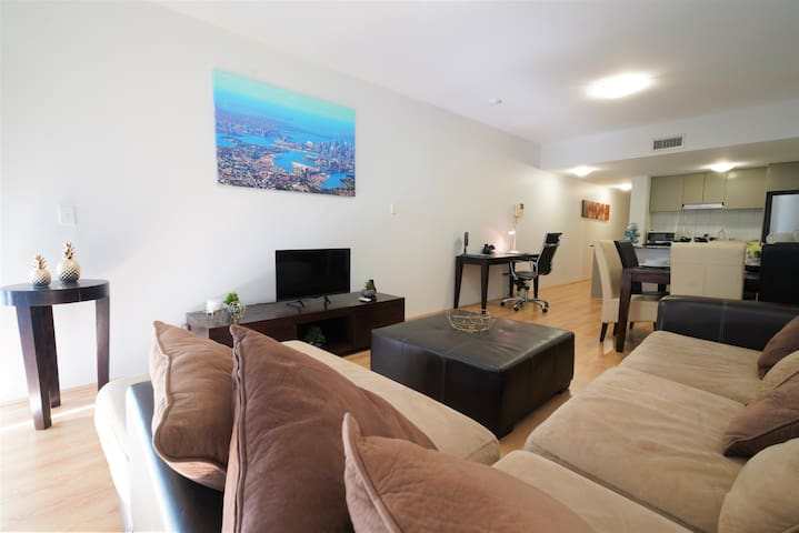 Heart of CBD CENTRAL Apartment w Parking