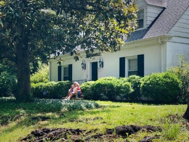 Laurel's Mini-Mansion with Pool