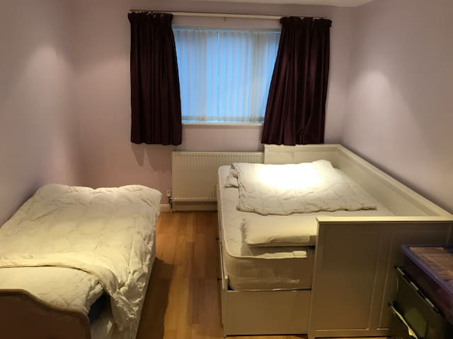 Double room 2 single beds/ 1 single 1 double