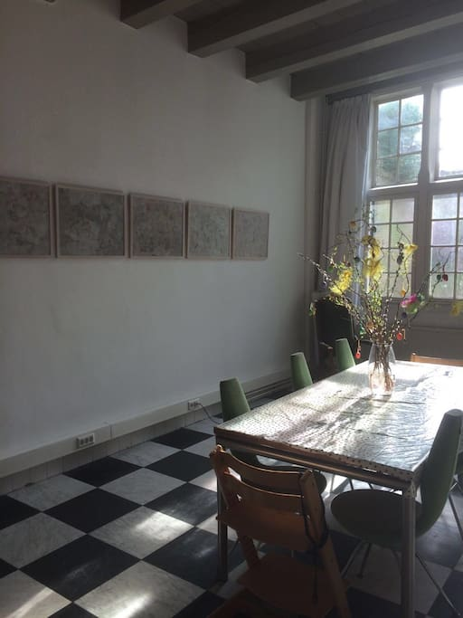 Large diningroom, extra table available