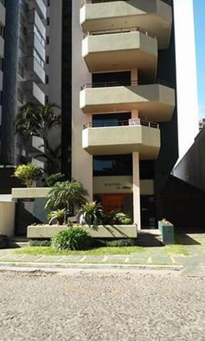 Lindo Apartamento de três dormitórios c/ suíte
