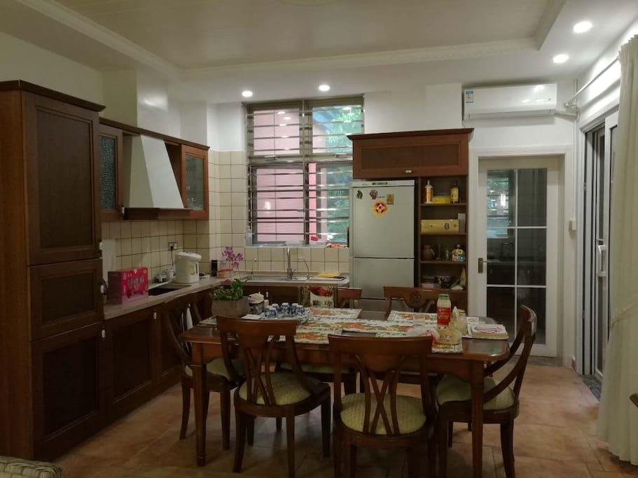餐厅和开放式厨房