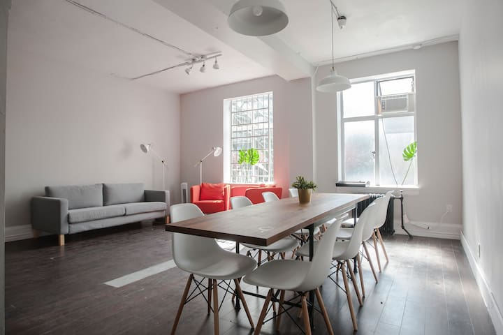 Bright Space for Meetings, Shoots & Brainstorming