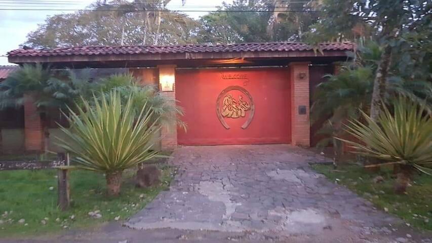 Casa Aventuri Ticos