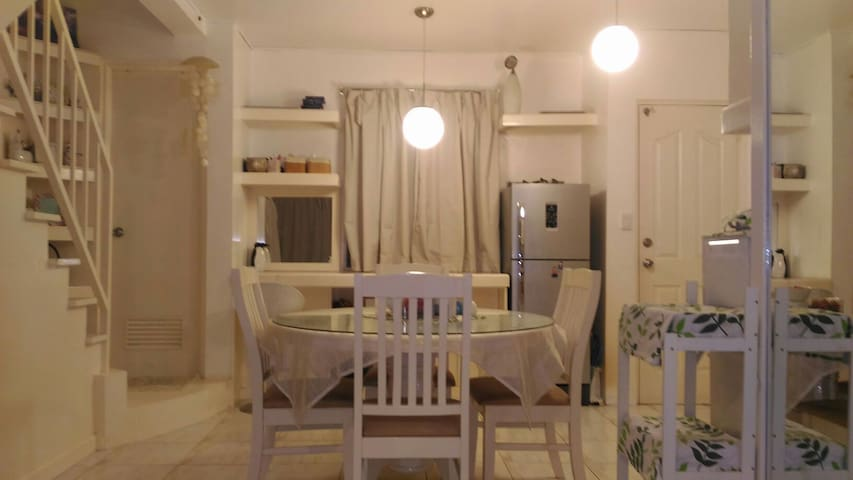 Clean 3BR House Near Marquee Mall - Angeles - Huis