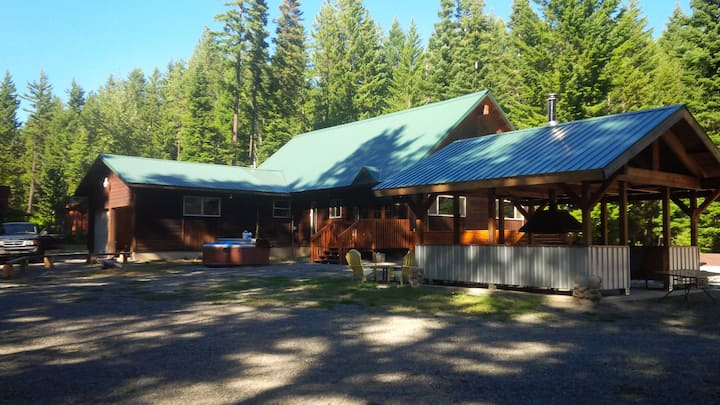 Spacious Lodge slps 12, hot tub 5 min from Roslyn