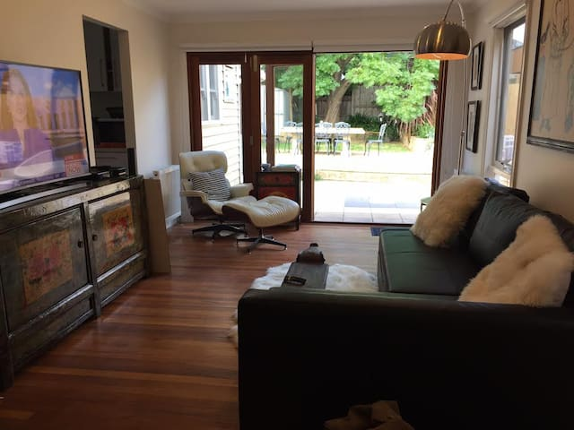 Cosy stylish bedroom in a modern boutique house. - Northcote - House