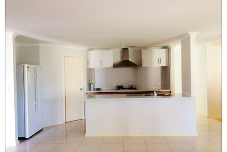 Clean&Comfy house in Perth,close to CBD & Airport - Bentley