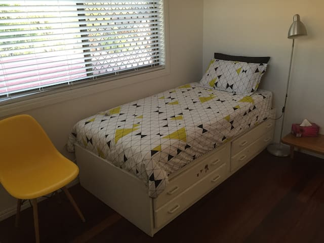 Single bed in Carindale - Carindale - Hus