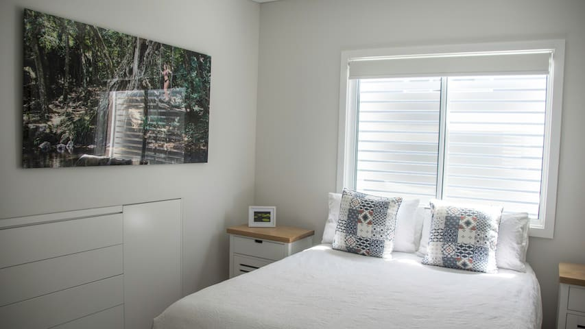 Upstairs Queen Size Bedroom with Ensuite