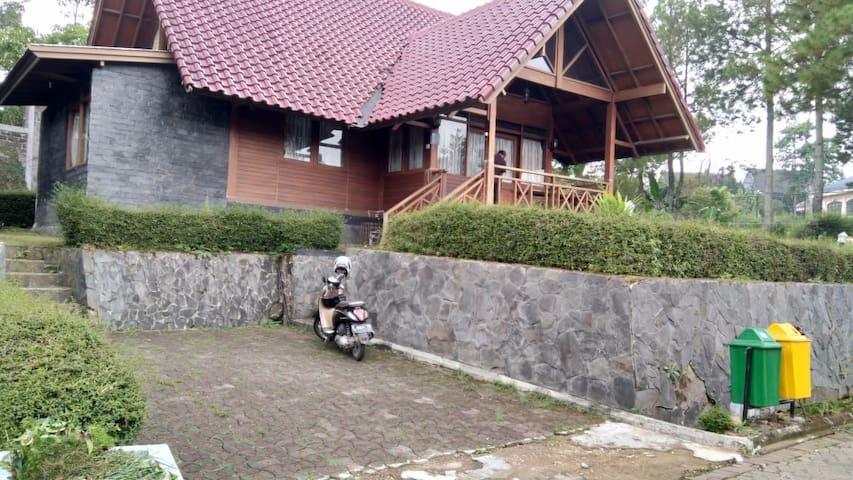 Puncak Villa Lotus D11, wooden modern villa