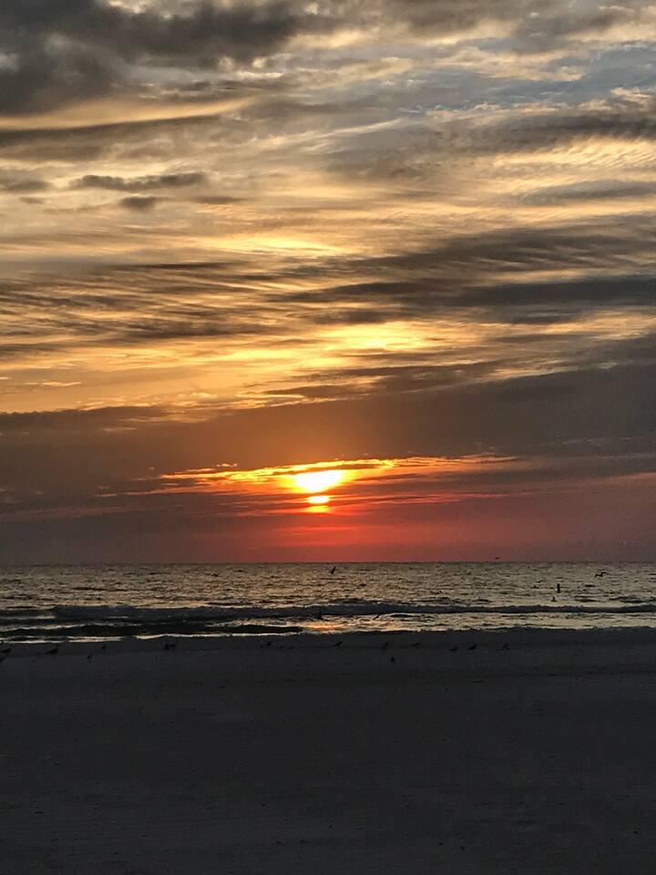 Renovated Beach Condo 2/2 Redington Shrs, FL 3-Mos