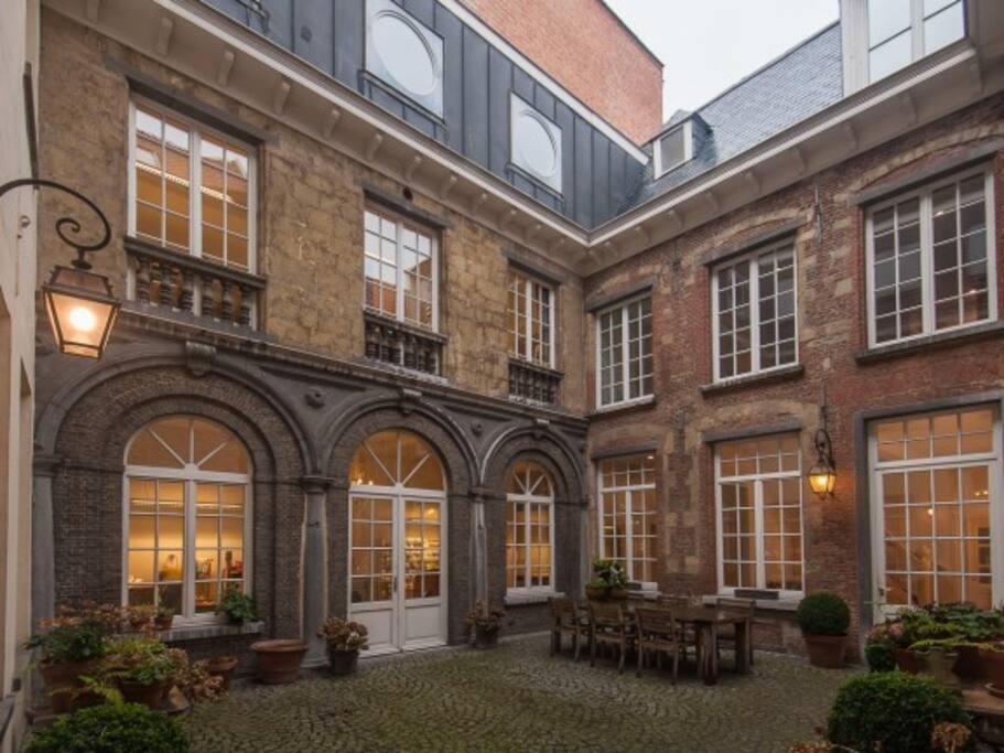 Common courtyard Gemeenschappelijke binnenplaats