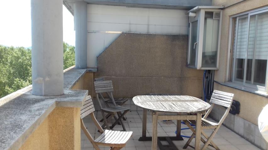 Ático muy coqueto con terraza y garaje - Zizur Mayor - Dům