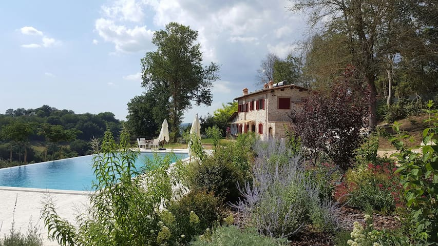 Villa Primavera with infinity pool and lovely view - Stimigliano - Villa