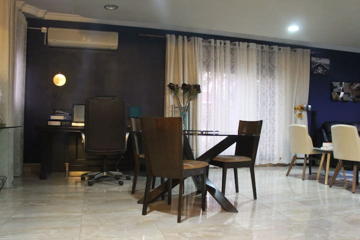 2 bedroom Hse 3mins From American Embassy