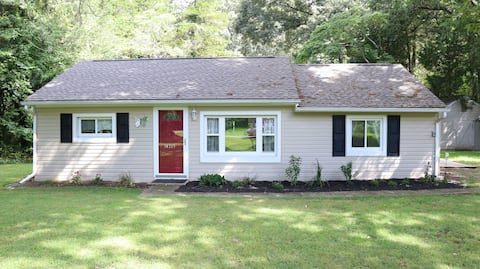 "Sweet and ""Sassy""-4 Bedroom 2 Bath River Home"