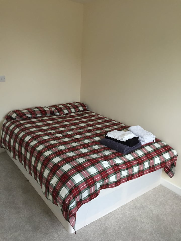 Double Room Available with own private bathroom!!