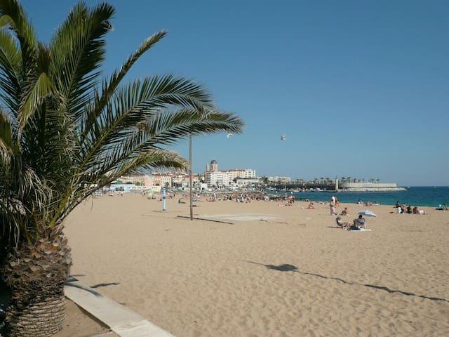 F3 spacieux FREJUS PLAGE à 3min à pied des plages - Fréjus - Selveierleilighet