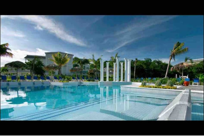 Grand palladium lady Hamilton Jamaica