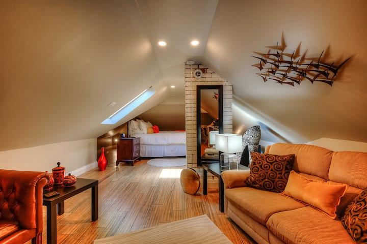 Beautiful Quiet Kitchener Loft