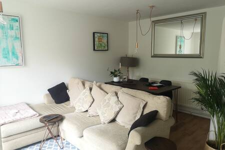Ground floor flat with large garden in Chingford