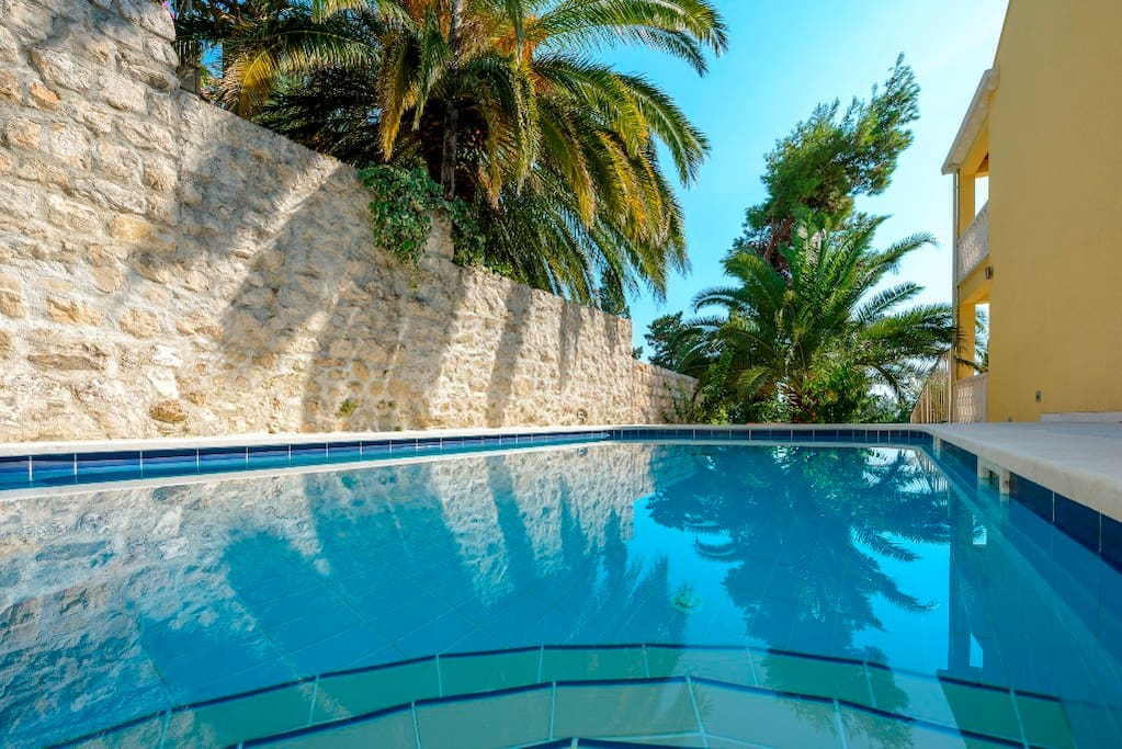 The villa has a pool of 40m2