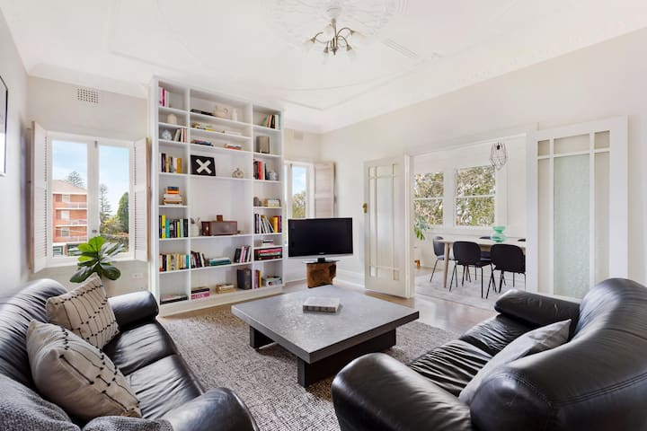 Manly Renovated Bright Harbour View Apartment