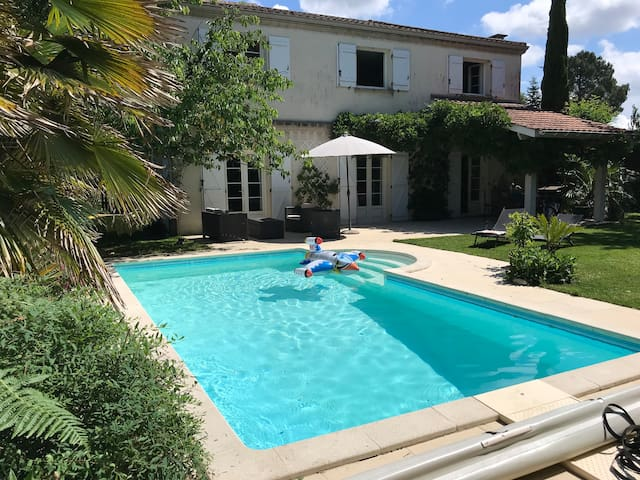 Grande villa piscine entre Bordeaux et les plages