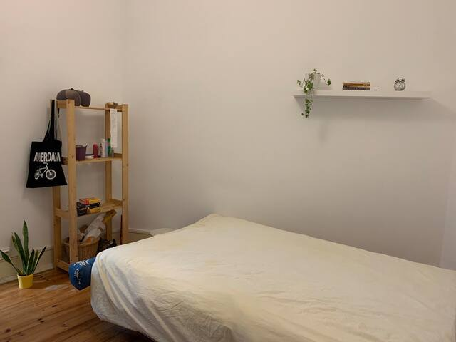 Very cozy room 15 min from the city center