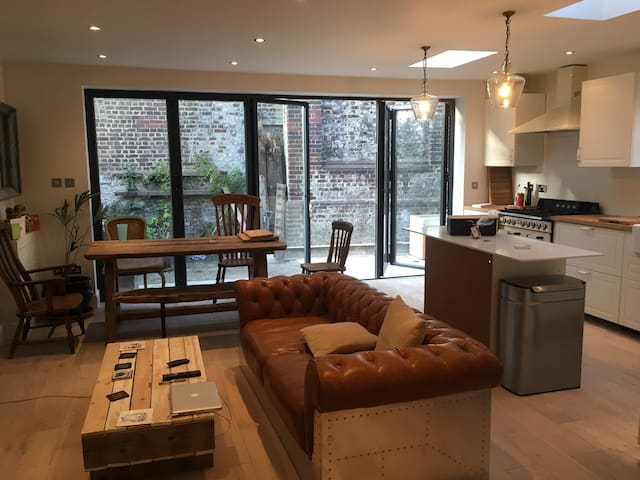 Two Double Rooms in a Large 3 Bedrooms - Sleep 4 - Londres - Apartamento