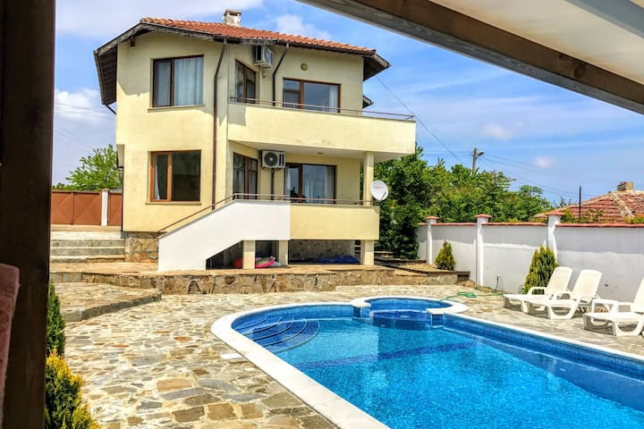 "Villa ""Topola Bay View"",with pool,2km to the Beach"