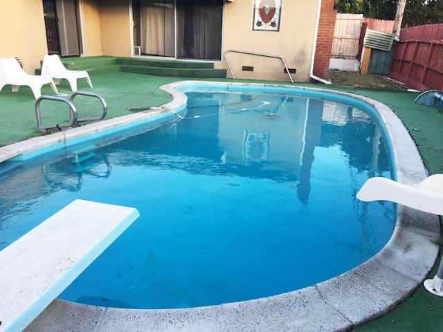2bd,1 ba ,den,w/ pool home near Six Flags & Napa