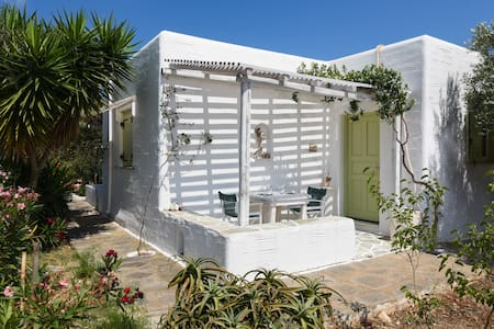2 Olives quiet studio close to the  beach