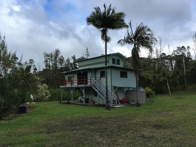 Quiet, private home near lava viewing and swimming