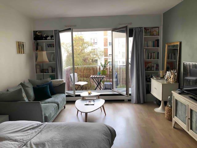 Charming Studio with Balcony - Central Sacré Cœur