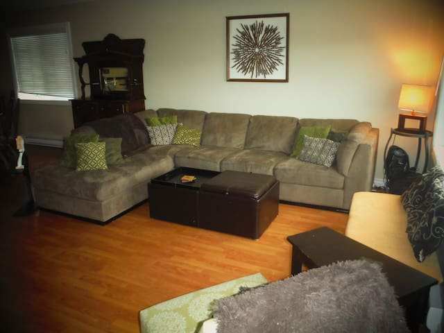 Just listed!  Home away from home! - 彭蒂克頓(Penticton) - 獨棟