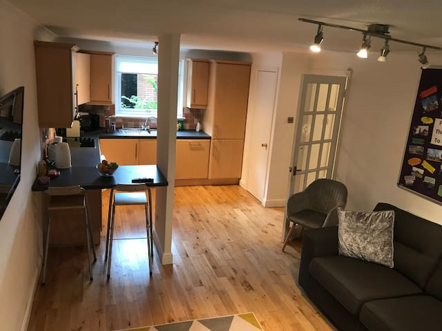 Clean and Modern Apartment in Glasgow Free Parking