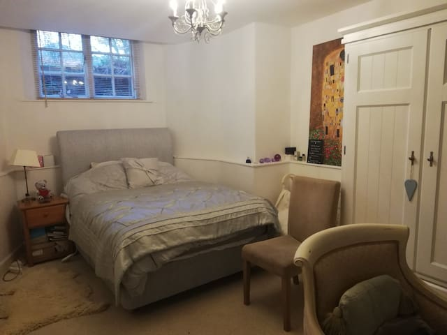 Female Only Luxury Room in Lancaster