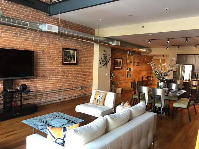 Luxury Loft. Secure Building. Metropolitan Living.